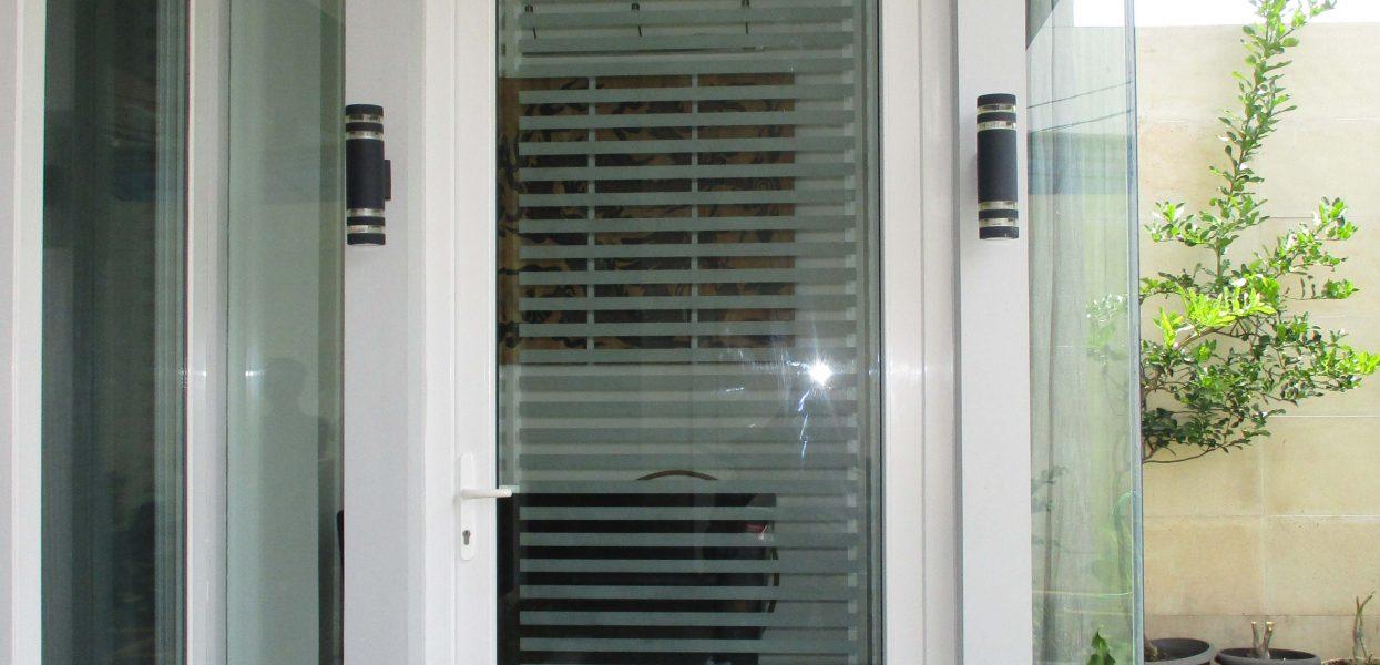 perbandingan pintu upvc vs pintu pvc