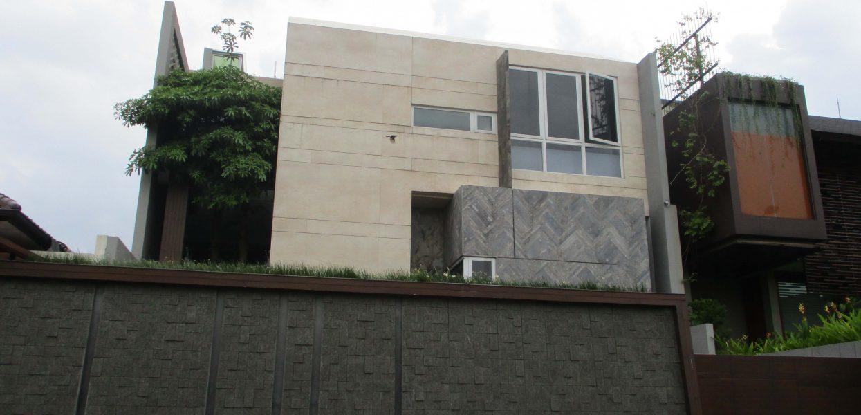 Musim hujan tiba! lindungi rumah anda dengan kusen jendela anti bocor